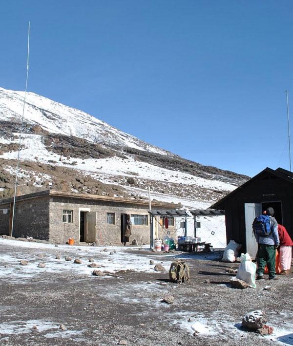 Horombo hut (3720m) – Kibo hut (4700m)